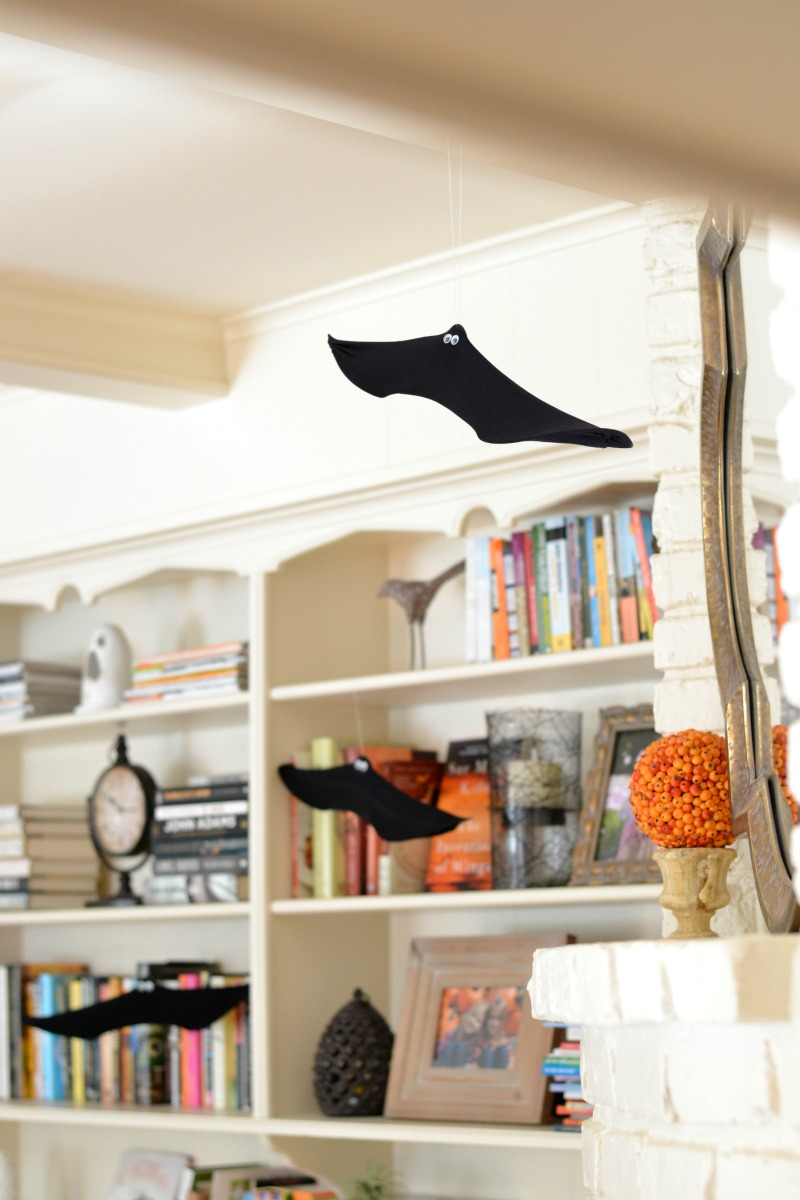 Wire hanger bats make the perfect DIY Halloween decorations.